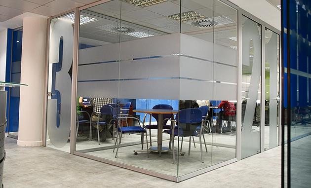 Sala de reunión en las nueva sede de NCS en Madrid